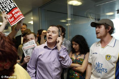 Protesters surround BA boss Willy Wash